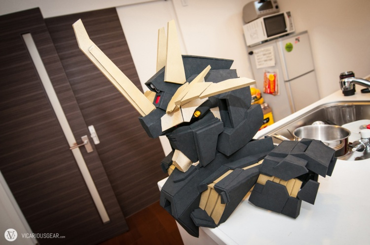 Gundam Unicorn Banshee almost ready for some costume party action. Final material upgraded to foam so I could play with slightly more complex curves. The cardboard mock-up was great for sizing tho.