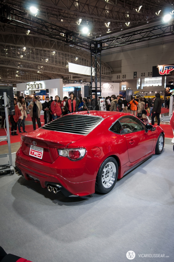 This 86/FRS at the TRD booth went with a vintage look.