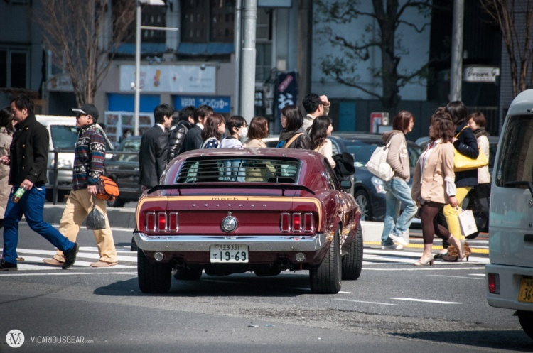 '69 Ford Mustang Mach 1 waiting for the crowds to clear. The V8 sounded wonderful echoing off the buildings along Aoyama-Dori.