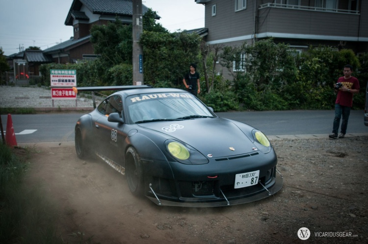 Immediately after arriving. I'm greeted by this sinister black 996 with a prototype RWB widebody.