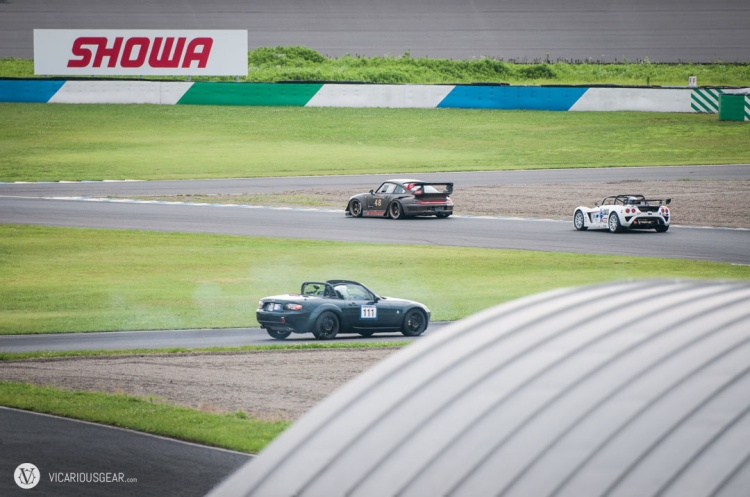 For some reason, the race started off in a pretty hot-headed manner. Many cars were overestimating their brakes and taking corners too hot. The number of participants started to drop pretty quickly.