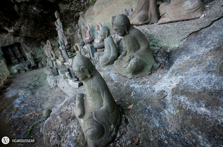 The winding stairs eventually lead you to the 1,500 Arhat statues (千五百羅漢, Sen-Gohyaku Rakan). They can be found all over the place leading up to the actual spot.