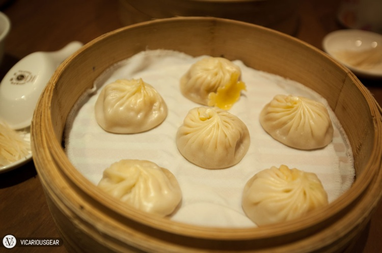 We decided to try the crab and pork xiaolongbao (小籠包). While the filling was tasty, the pinched tips of the dumplings were a little hard and the soup inside just lukewarm.