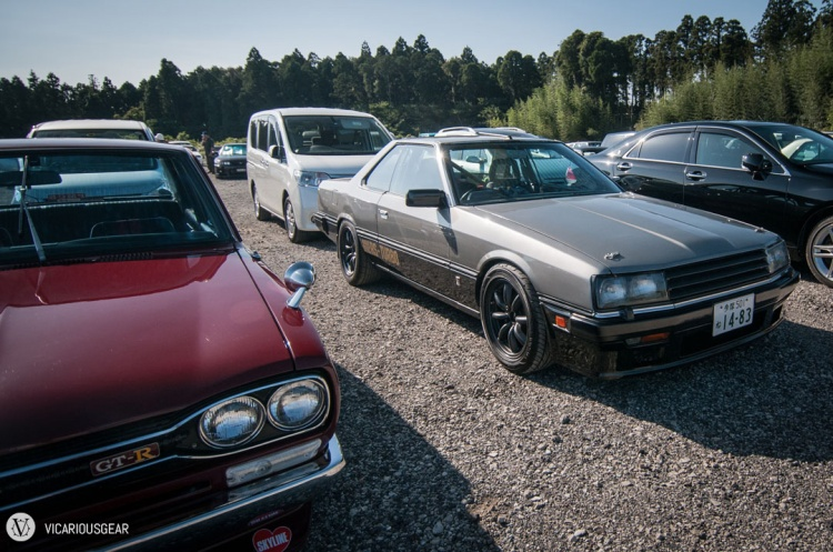Nice Hakosuka sedan and pre-Iron Mask R30 in a unique duo-tone scheme.