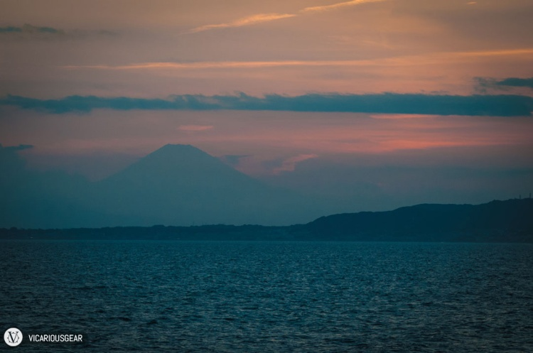 Just after the sunset, the silhouette of Fujisan became a bit more clear.