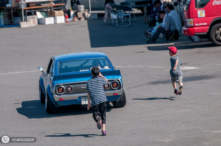 These kids were excited to chase this kenmeri back through the pits.