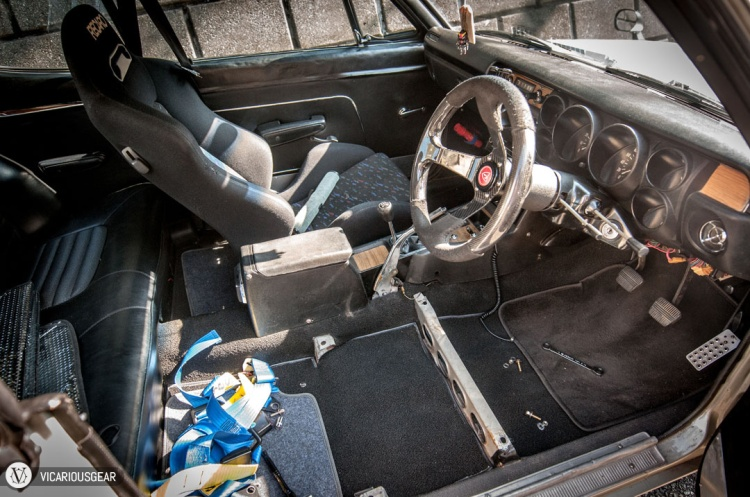 Drivers seat and dangerously mounted Sabelt harness removed. I'm happy to be rid of that harness for sure.