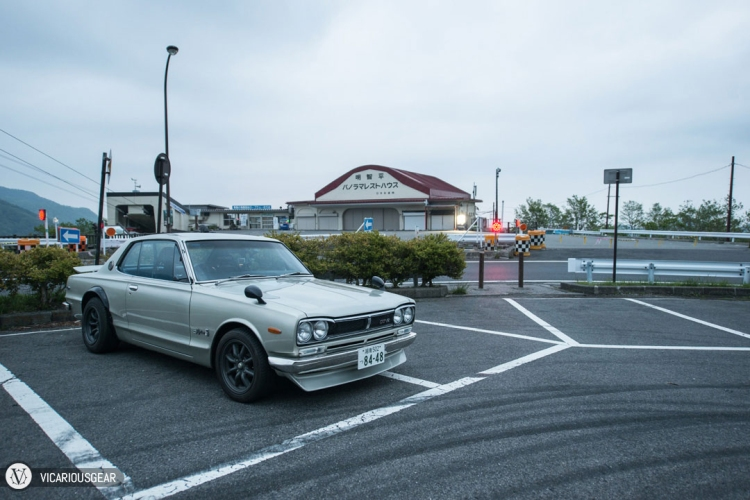 "After making it through the circular uphill curves, I arrived at the first landmark.  The ""Panorama Rest House"" and this parking lot was being used by team Emperor as an observation point when Takumi first appeared to challenge Kyoichi Sudo."